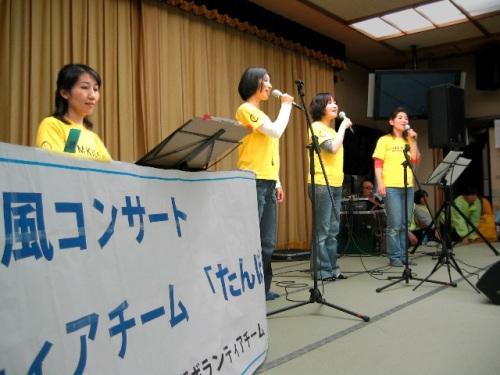 童謡・唱歌・歌謡曲を中心に演奏しました